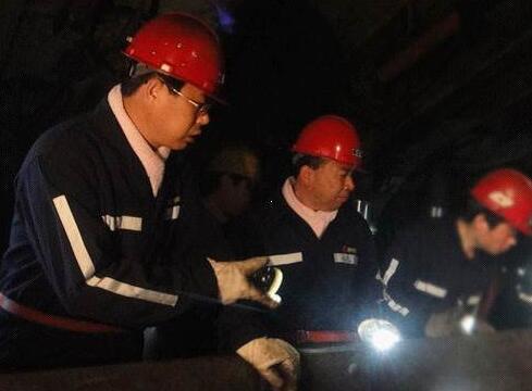 今天又发生一起矿井冒顶事故,煤矿发生冒
